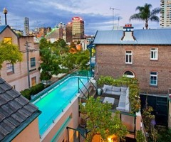 Traditional House With Amazing Swimming Pool In Big City Jungle