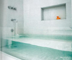 Clear Glass Bathtub by Stern McCafferty Reveals Everything in the Bathroom