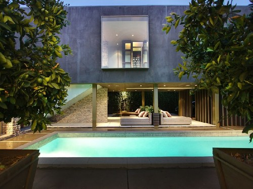 House Tours, Secluded Luxury House Sporting an Open Design