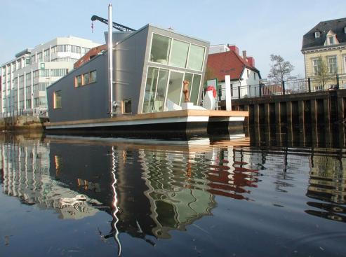 Modern Architecture, Silberfish Hausboot by Confused Direction Design Is a Modern Home That Floats
