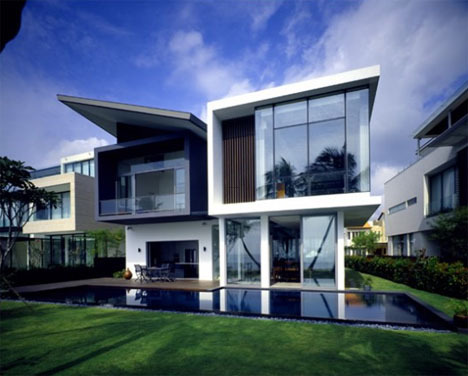 Ultra Modern Home, Ultramodern House Works Despite Small Lot Size
