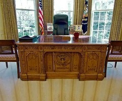 President Obama to Keep Office Furniture of His Predecessor