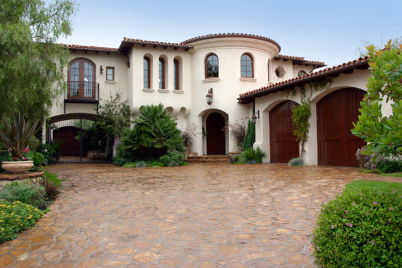 Spanish style homes and spanish style houses and furniture for Spanish style exterior