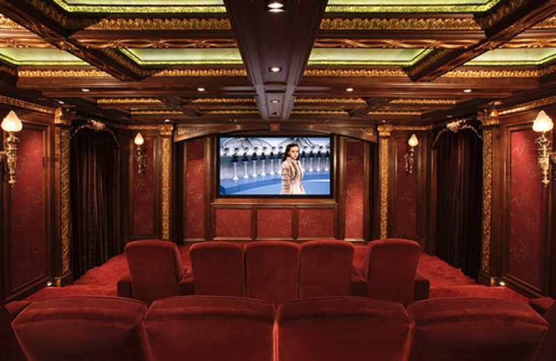 Home theater decor casual cottage for Home theatre decorations