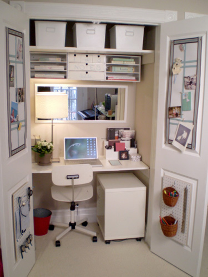 Small Place Style: Ideas For Your Home Office / design bookmark #