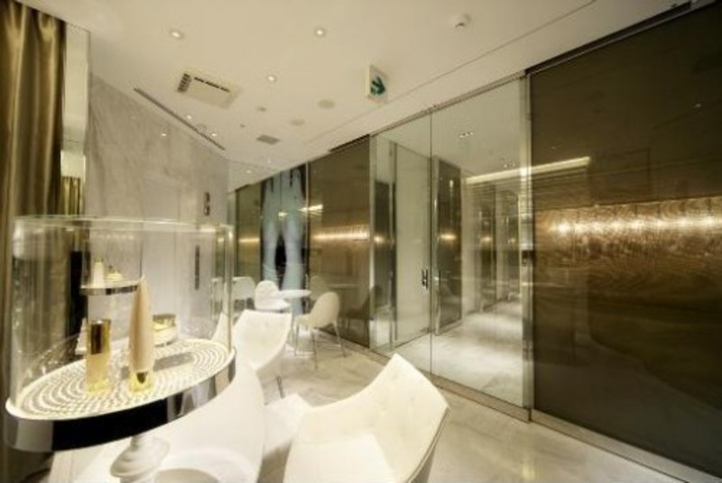 Interior design of clinic modern luxurious beauty clinic design ...