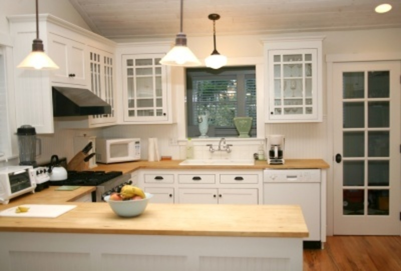 Formica Keuken Achterwand : White Kitchen Cabinets with Butcher Block Countertops