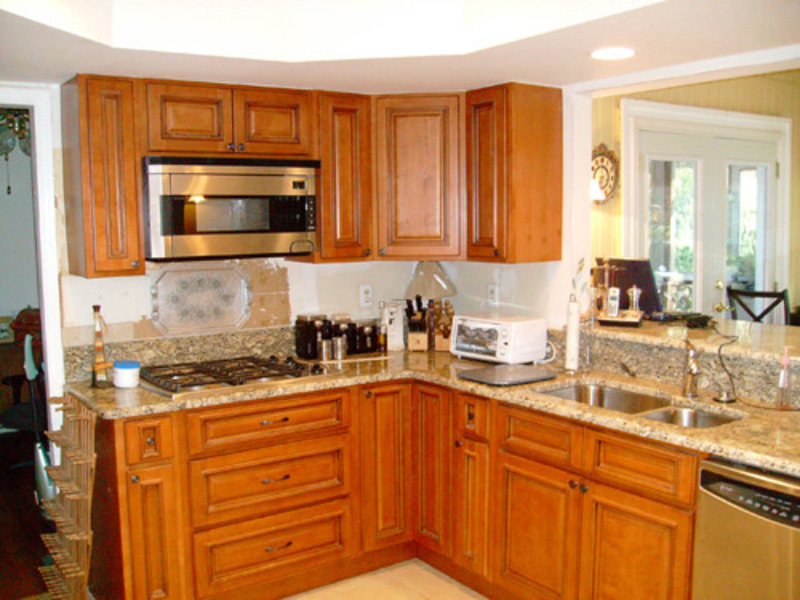 Small kitchen design photos kitchen design i shape india for Tiny kitchen layout ideas