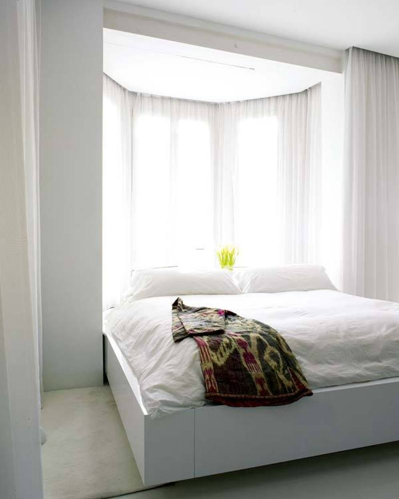 Airy Apartment Design, White Open and Airy Bedroom Apartment Design of Duplex Alicante