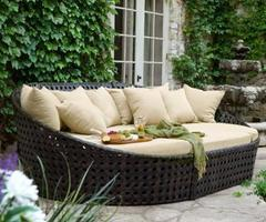 Comfortable Outdoor Patio Seating with Walter Lamb Lounge