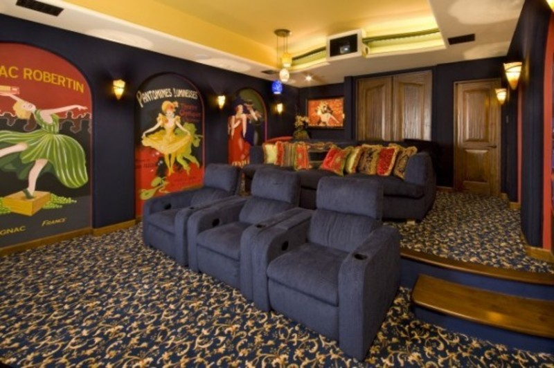 Blue Themes Media Room With Wall Art Design Design