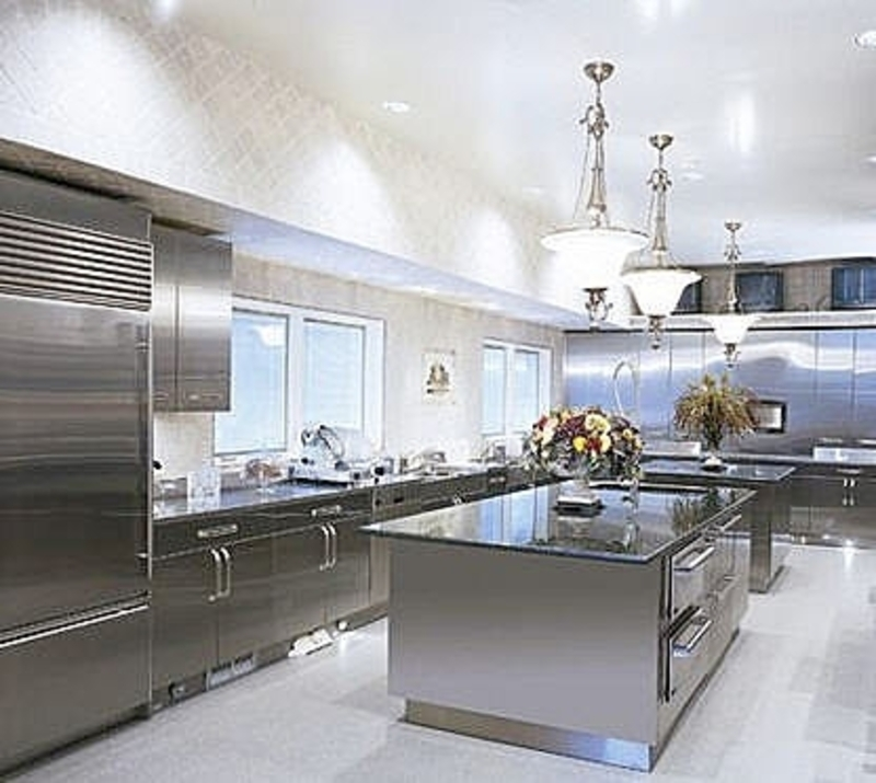 15 Contemporary Kitchen Designs With Stainless Steel: How To Keep Your Kitchen Clean With Stainless Steel