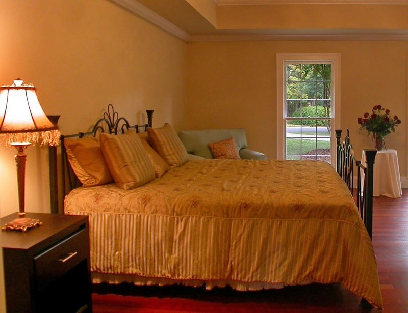Completing the baroque style furniture and ideas for your for Guest bedroom paint ideas