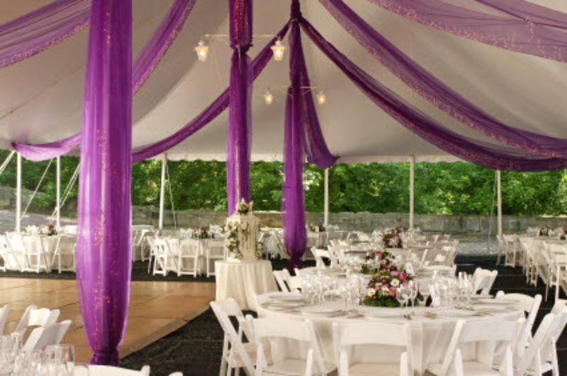 Wedding decor creating a modern and cheap wedding for Inexpensive wedding reception decoration ideas