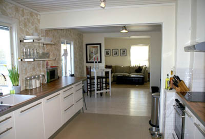 Galley kitchens designs ideas decorating ideas for Decorating a galley kitchen ideas