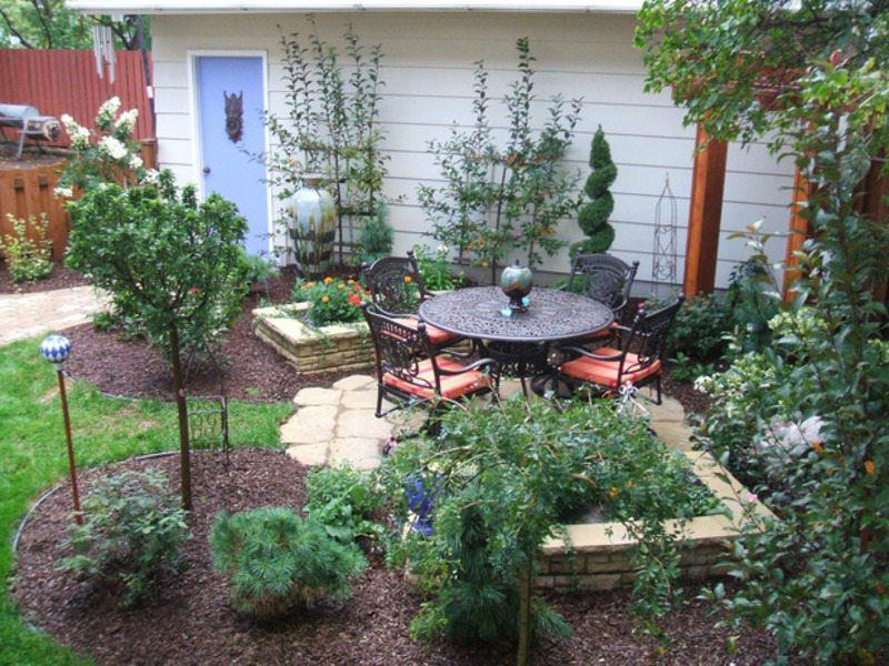Small backyard ideas design bookmark 7399 for Small lawn garden ideas