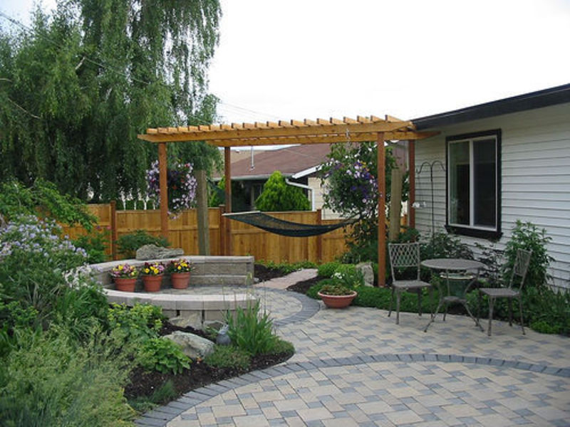 Backyard design ideas for small or large home by fun home for Small backyard layout ideas