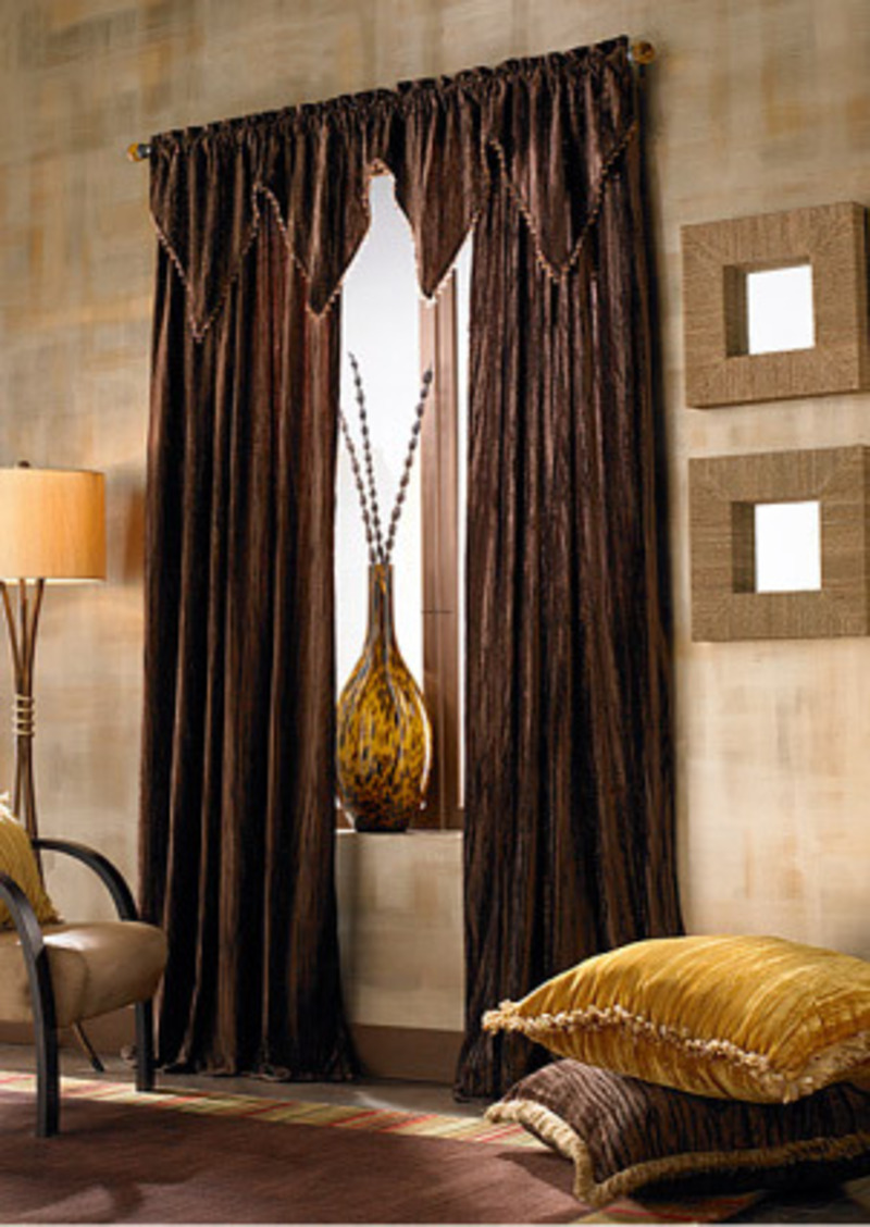 Living room curtains casual cottage for Curtains and drapes for bedroom ideas