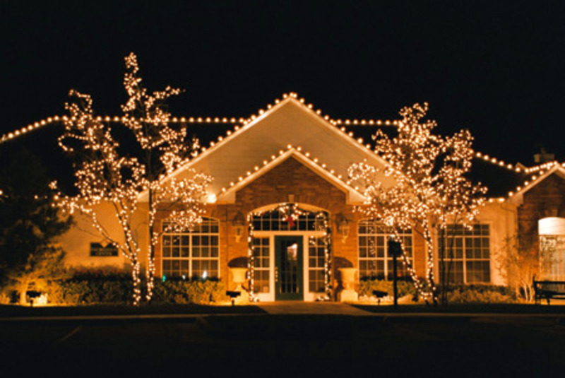 Outdoor christmas decorations beautiful christmas for Christmas home decorations pictures