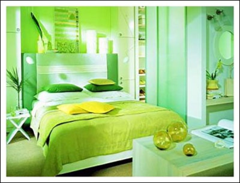Green bedroom paint colors photos design bookmark 8096 for Bright green bedroom ideas