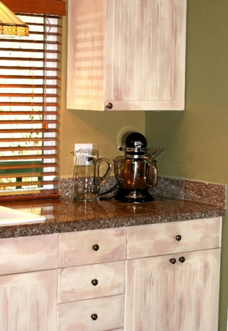 Paint your old kitchen cabinets for a fresh look paint for Kitchen cabinet paint design ideas