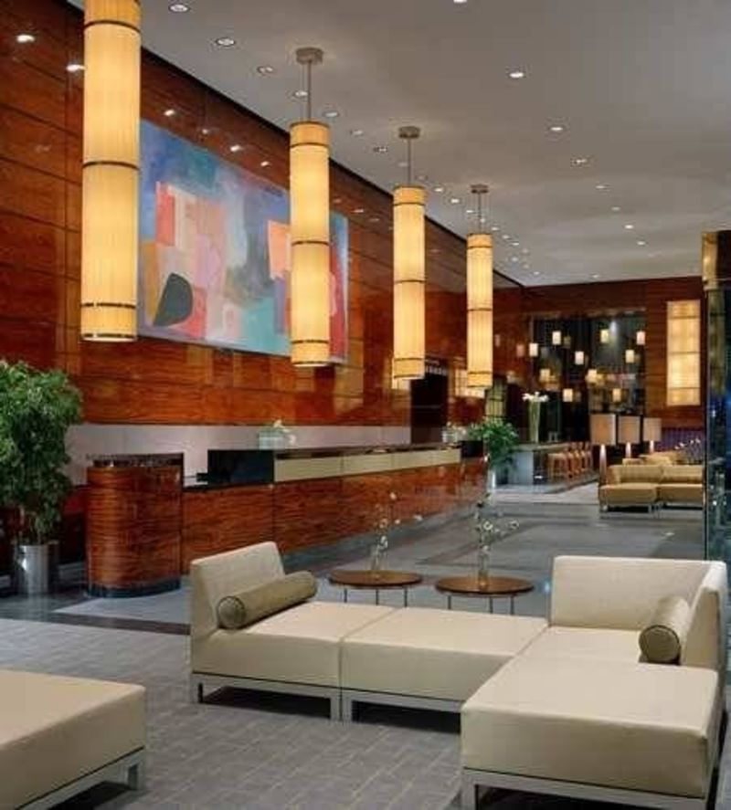 Hilton hotel interior lobby stay in new york design for Modern hotel