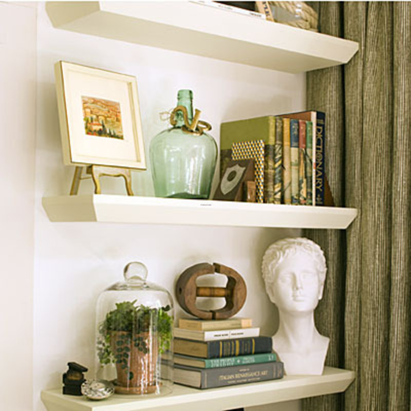 Living room decorating ideas floating shelves for How to decorate living room shelves