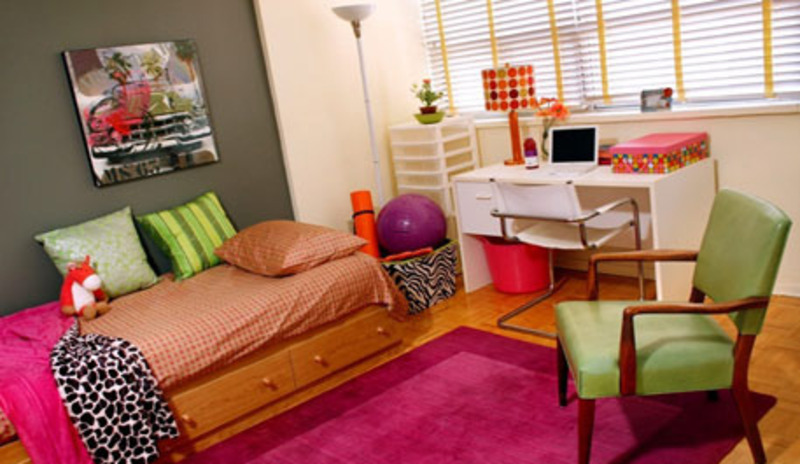 Design Dorm Room, Design Dazzle: Creating A Colorful Dorm Room