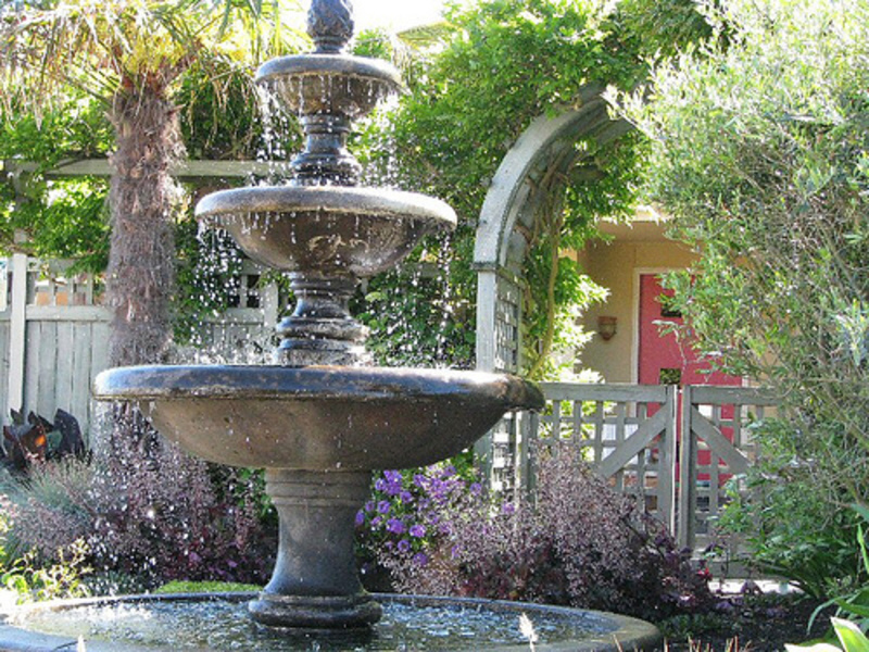 Garden fountain ideas design bookmark 10832 for Garden feature ideas