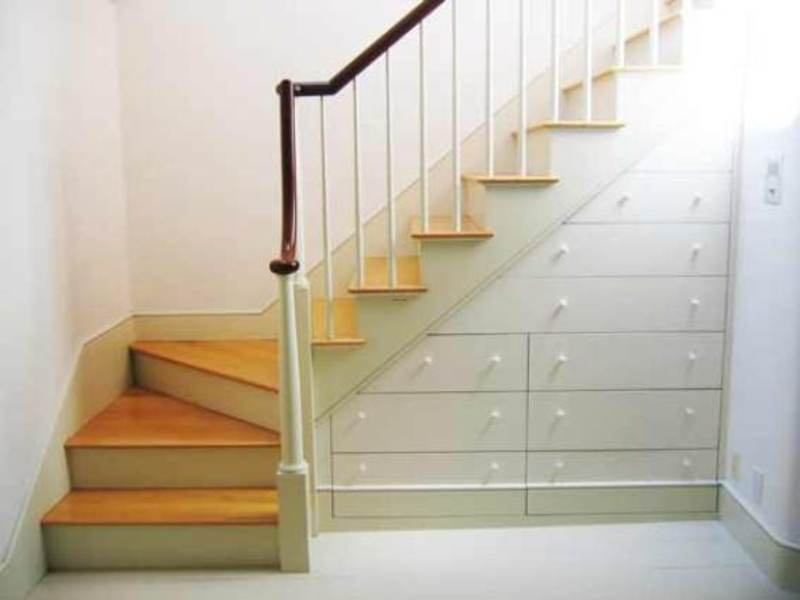 Effective space saving stairs design with decorative - Space saving stair design ...
