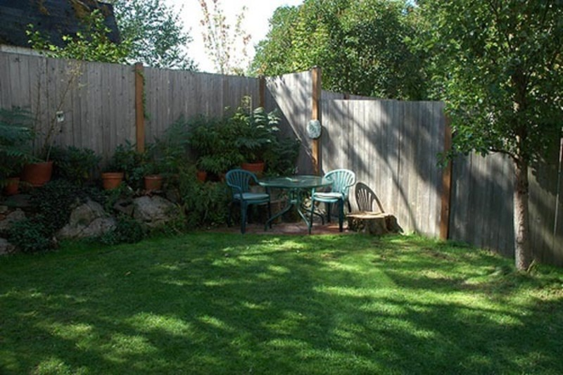 Corner backyard landscape small backyard landscaping for Outside ideas landscaping