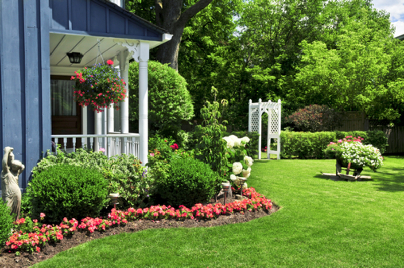 Landscaping Ideas For A Small Yard : The picture of front yard landscaping ideas design
