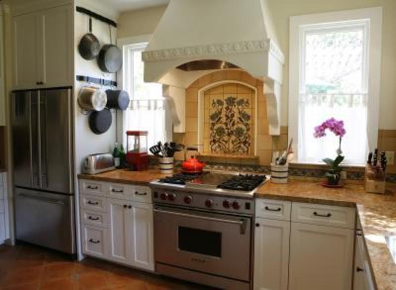 Spanish Kitchen Design Offers The Most Luxurious Decoration For