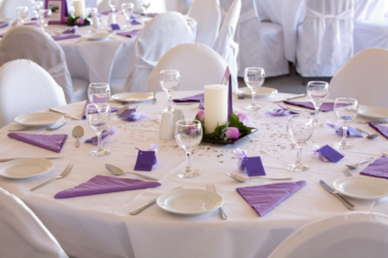 Wedding decoration ideas for tables romantic decoration for Cheap wedding table decorations ideas