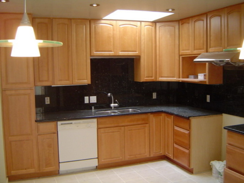 Maple kitchen cabinets casual cottage for Maple kitchen cabinets