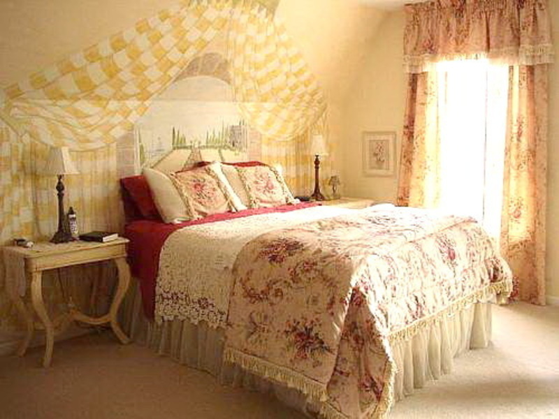 Romantic bedroom decorating ideas photograph romantic bedr for Romantic bedroom images