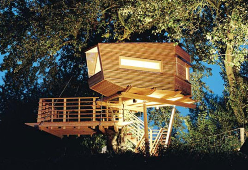 Baumraum stunning treehouse designs from germany design for Modern tree house designs