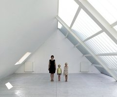 Streetscape Homes Belgium: White Loft With Glass Roof Design Ideas