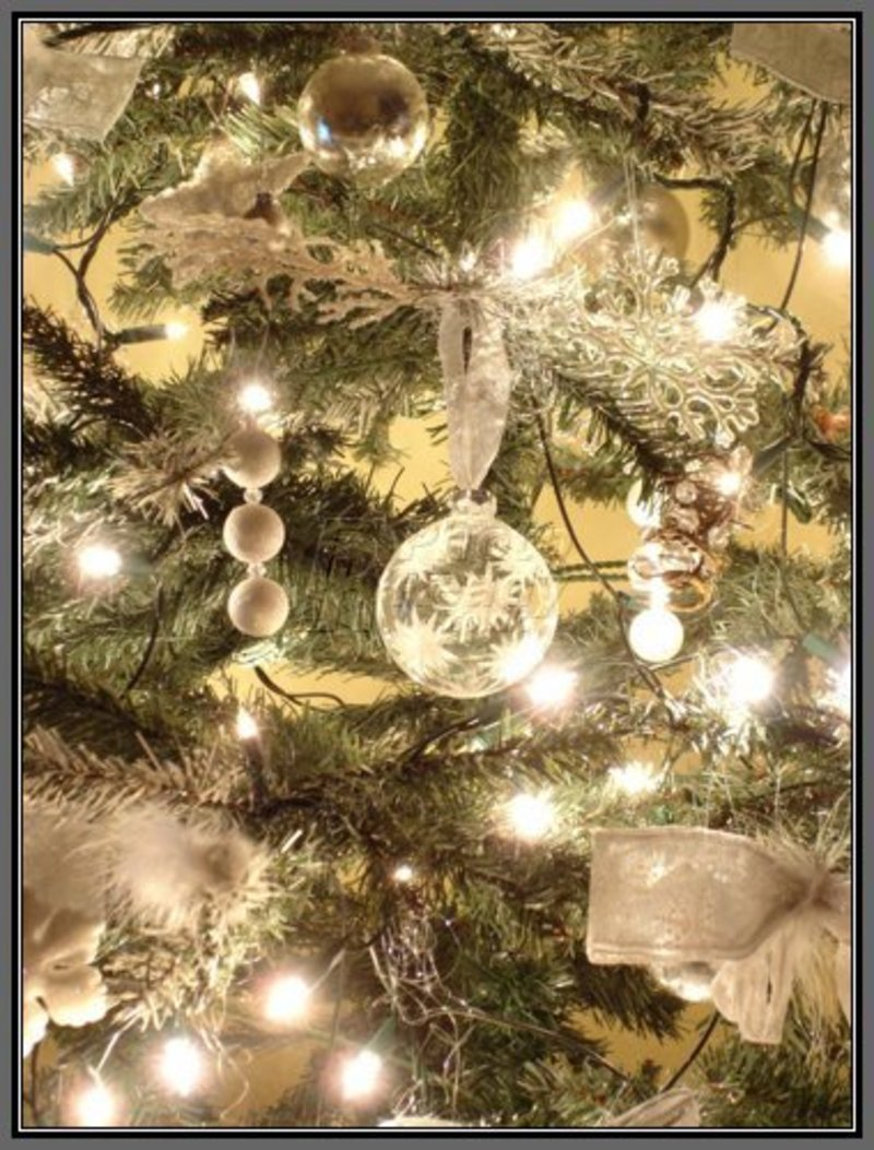 Christmas tree room decorating home designs design for White and gold tree decorations