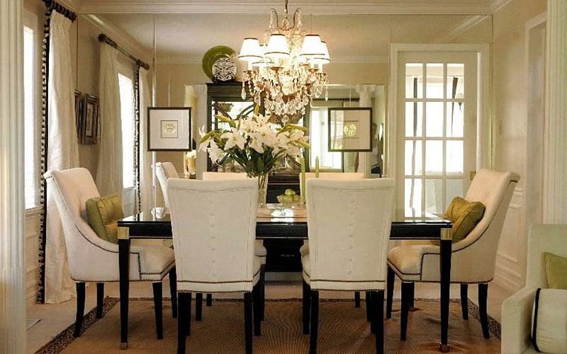 Amazing dining room chandeliers ideas beautiful chandelier for Beautiful dining room decorating ideas