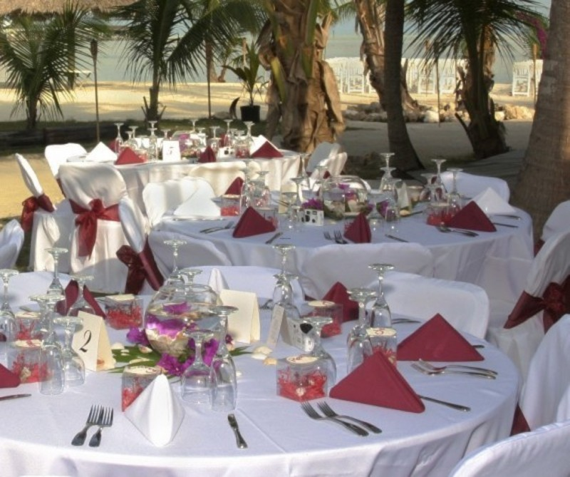 Modern wedding reception table decorations design for Modern table centerpieces for home