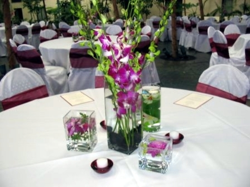Fashion on the couch table decorations for a wedding Simple flower decoration ideas