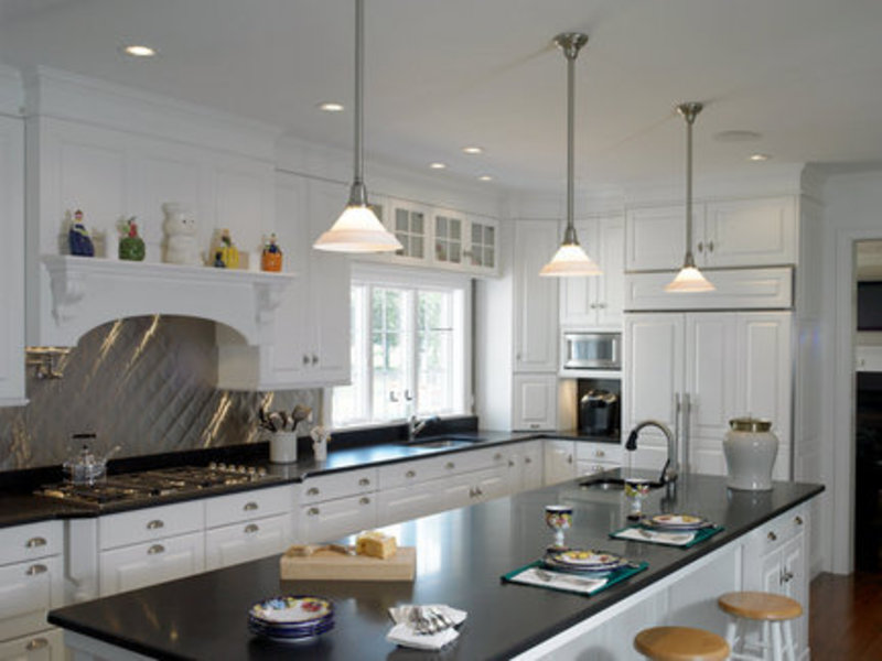 Kitchen pendant lighting casual cottage for Kitchen pendant lighting island