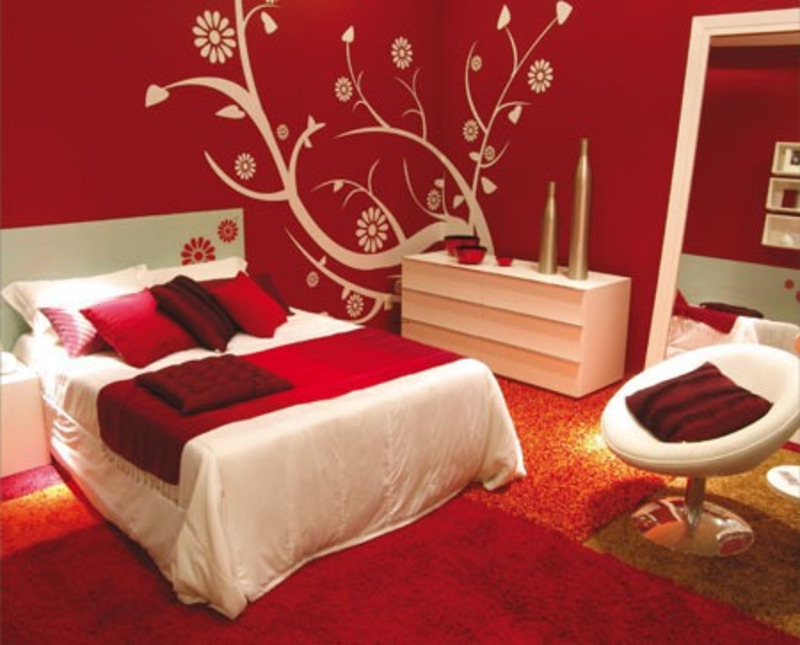 Bedroom decorating ideas with calm red paint colours for Red and black bedroom designs