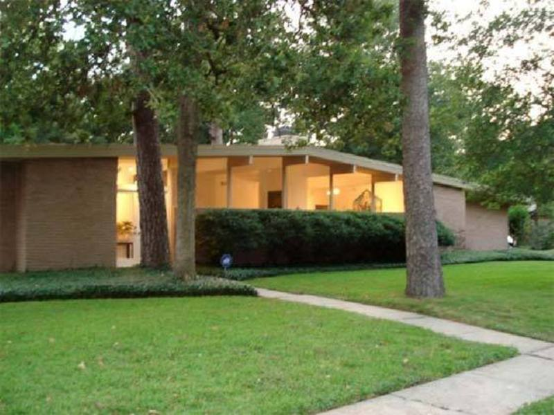 Mid century modern home for sale in memorial bend design for Modern design houses for sale