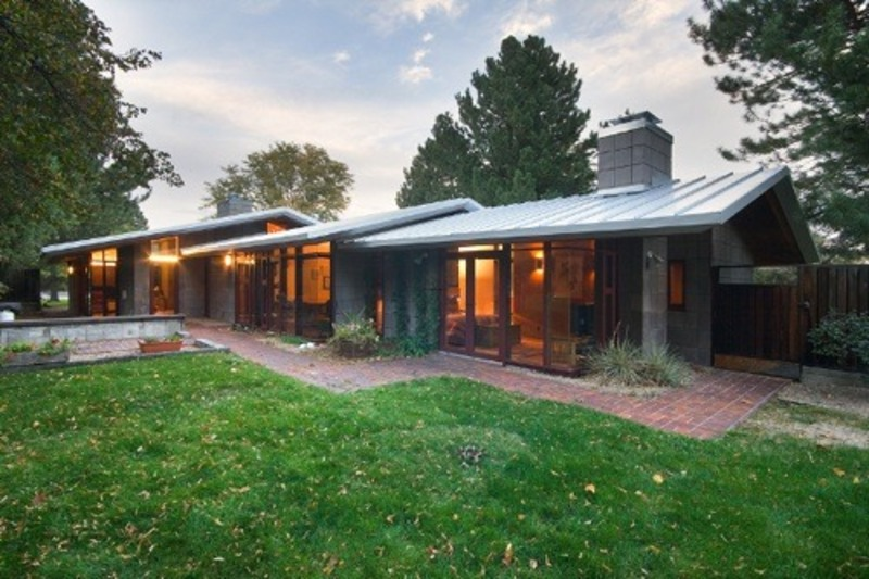 Design feature the atomic ranch mid century modern for Modern ranch style homes