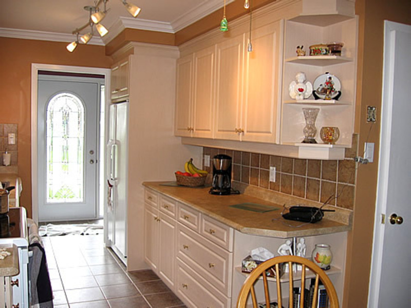 Kitchen design photo gallery blog archive galley for Decorating a galley kitchen ideas