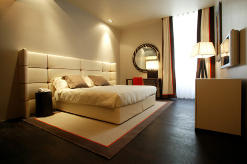 Hotel bedroom design for couples on their honeymoon for Hotel bedroom designs