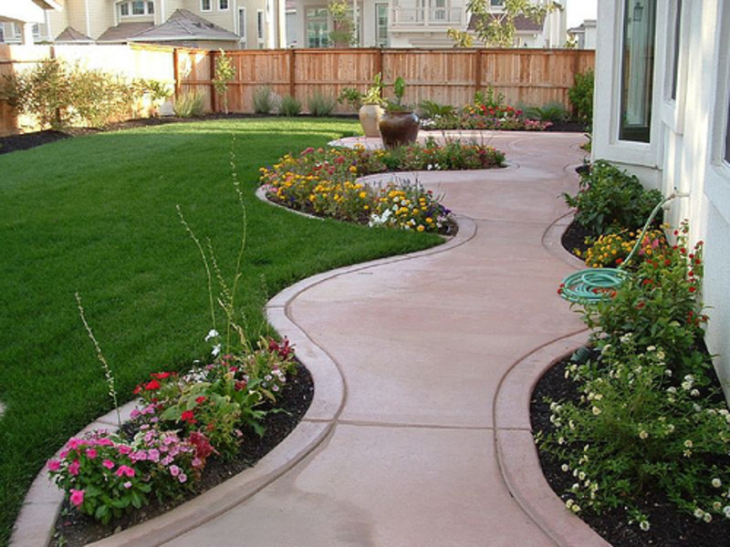 Ferdian beuh ideas for landscaping a small backyard for Landscaped back gardens