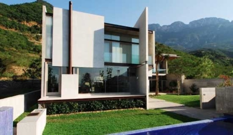 Bravo house minimalist design with best quality material for Best house designs 2012